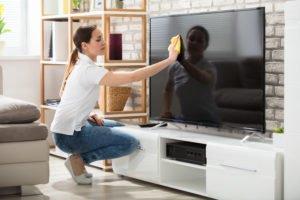 Fernseher reinigen - sauber durch die Corona- und Allergikerzeit